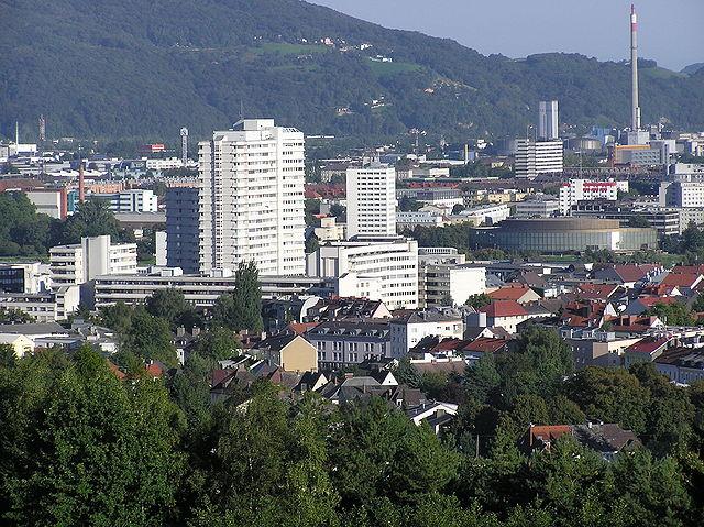 In Linz beginnt's. Blick auf das Lentia 2000, dessen Informationsverein das österreichische Rundfunkmonopol zu Fall brachte